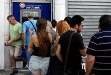 Photo of Polacy wypłacają coraz więcej z bankomatów