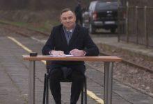 Photo of Andrzej Duda podpisał ustawę…na peronie