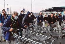 Photo of Włochy: puste półki i długie kolejki do sklepów