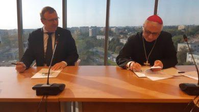 Photo of TVP podpisało nową umowę z Episkopatem. Codziennie transmisja Mszy Świętej i Koronki
