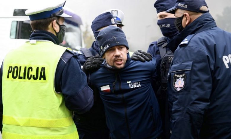Photo of Rolnicy znowu protestują w całej Polsce. Kołodziejczak z AgroUnii zatrzymany przez policję