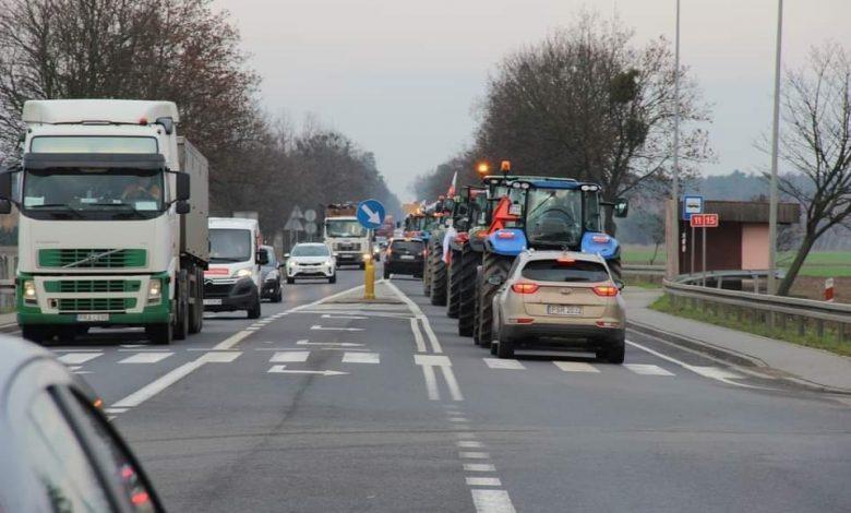 Photo of Protestujący rolnicy blokują drogi w całym kraju! Polacy szykujcie się na utrudnienia!