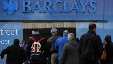 Photo of Anglicy ruszyli na bankomaty! Masowe wypłaty przed lockdownem!