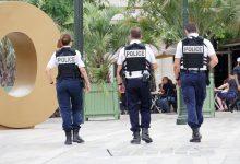 """Photo of Francja wchodzi z lockdownem na ostro. Zakaz sprzedaży """"zbędnych"""" towarów w sklepach"""