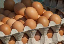 Photo of Biedronka wycofuje ze sprzedaży jaja z chowu klatkowego