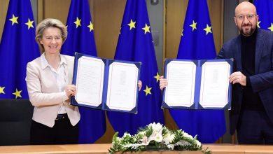Photo of Twardy Brexit przechodzi do historii! Wielka Brytania i UE podpisały umowę handlową!