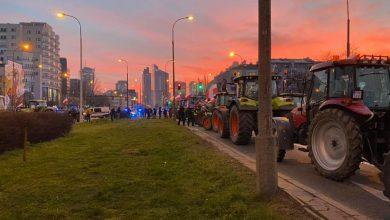 Photo of Protest rolników w Warszawie! Traktorami zablokowali skrzyżowanie!