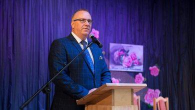 Photo of Burmistrz wydał z publicznej kasy 8 tys. zł na SMS-y, by urzędniczka wygrała konkurs i teraz chajzeruje