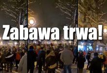 Photo of Turyści szturmują Zakopane! Koronaimprezy i interwencje policji [WIDEO]
