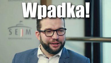 Photo of Wpadka! Minister Puda złożył Polkom życzenia. Jego ludzie musieli zacząć kasować komentarze…