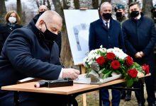 Photo of Sasin chce zbudować… łuk triumfalny. Wicepremier podpisał akt erekcyjny