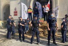 """Photo of AgroUnia zablokowała siedzibę resortu rolnictwa! """"I tak nic nie robią"""""""