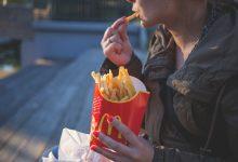 """Photo of Wielka Brytania wprowadzi zakaz reklamy """"śmieciowego"""" jedzenia"""