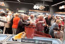Photo of Emeryci szturmowali sklep Netto niczym orkowie, bo były darmowe torby