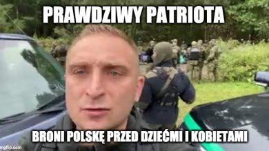 """Photo of Nacjonaliści z Robertem Bąkiewiczem """"bronili"""" granicy przed uchodźcami"""