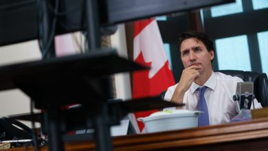 Photo of Kanada: Trudeau pozostaje u władzy, ale liberałom brakuje większości