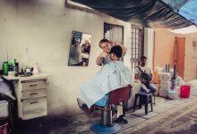 Photo of Talibowie zakazują fryzjerom golić brody. Prawo szariatu wraca